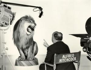 Альфред Хичкок снимает льва для заставки MGM