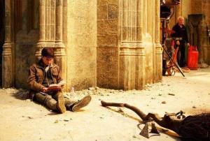 """Гарри Поттер читает Гарри Поттера на съемках """"Гарри Поттера"""""""