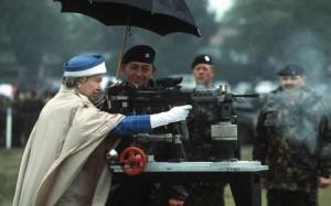 Королева Елизавета защищает страну