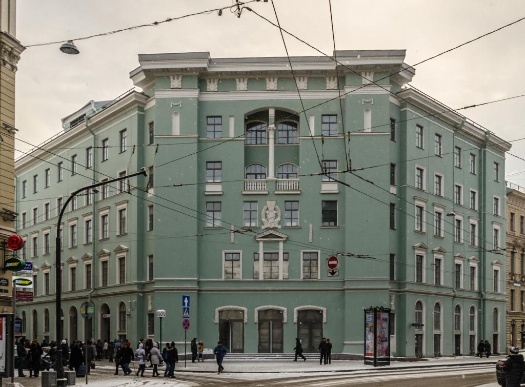Здание станции метро Адмиралтейская